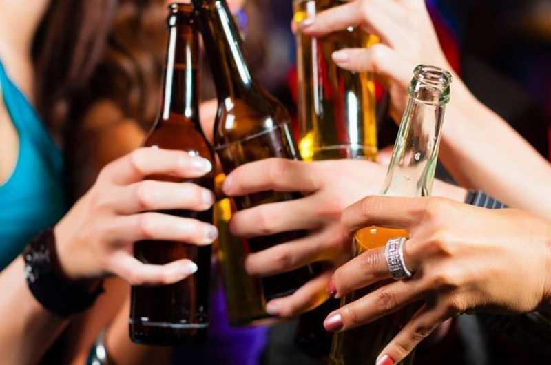 ALCOOL COME EROINA <br>     <span> Un viaggio con chi fa prevenzione del rischio nei locali della movida bolognese </span> <br> 🔊  Puntata 593