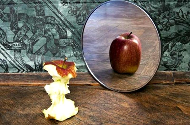 NEMICO CIBO <br>    <span> Chi mangia troppo cerca di riempire col cibo un vuoto, che però è sempre affettivo </span>  <br> 🔊   Puntata 442