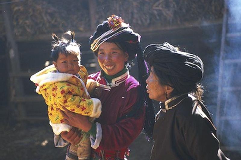 VIOLENZA, UN ALTRO MONDO È POSSIBILE: I MOSO <br>    <span> Viaggio in una società matrilineare, senza matrimonio e senza violenza ma con molta libertà sessuale ai piedi del Tibet </span>  <br> 🔊   Puntata 449