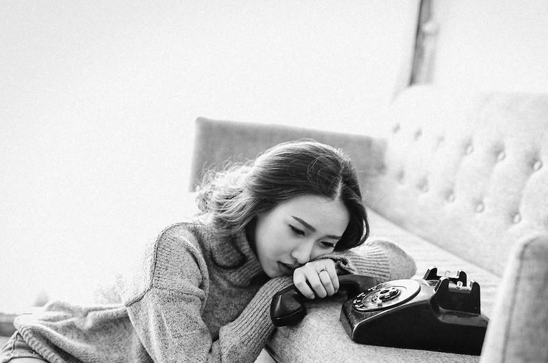 """Un abbraccio al telefono <br>    <span>  Storie degli operatori della linea di aiuto psicologico """"Parla con Noi""""</span>  <br> 🔊    Puntata 658"""
