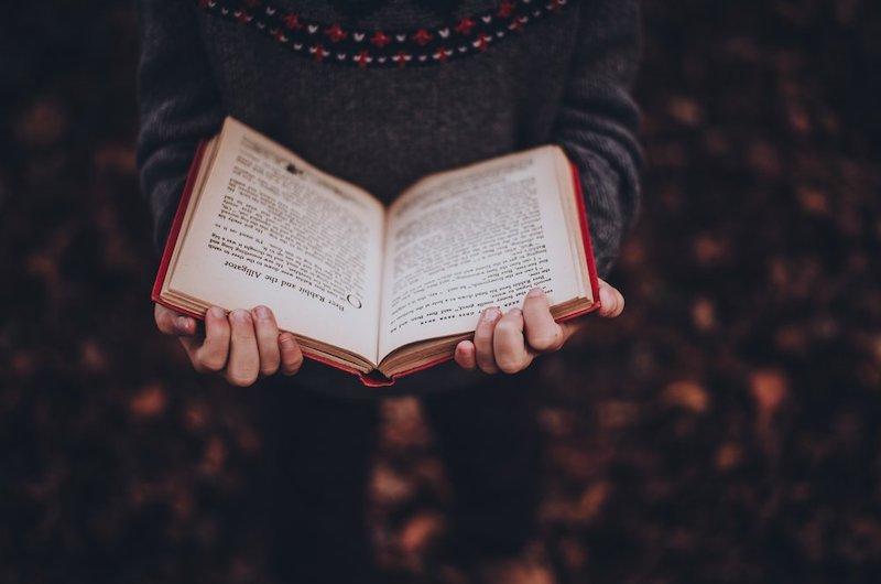Istantanee di incogniti incontri letterari <br>    <span>  La magia dei libri</span>  <br> 🔊    Puntata 683