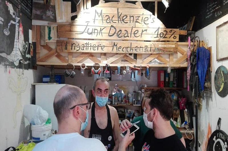 Mackenzie, artista patafisico, si è inventato un antenato<br> <span> Alcuni redattori di Psicoradio sono andati in Via Fondazza, nel centro di Bologna, ad incontrare un artista molto particolare </span> <br> 🔊 Puntata 721